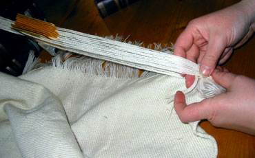 Satu Hovi shows how to finish woven garmet. Picture 1.