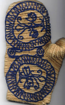 Satu Hovi's reconstruction of Tuukkala mitten 1.