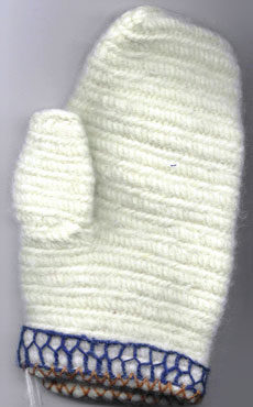Satu Hovi's reconstruction of Tuukkala mitten 2.
